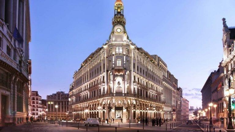 Los hoteles de lujo retrasan sus estrenos en Madrid