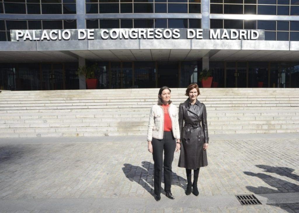 Reyes Maroto ministra de Industria visitanto el Palacio de Congresos de Madrid