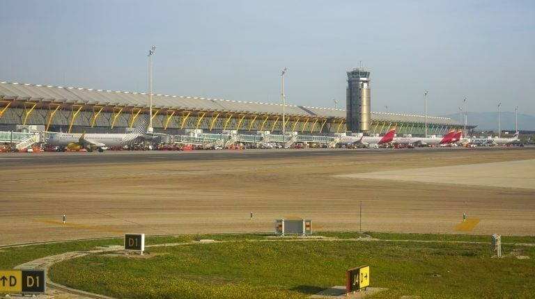 Aena y UNO pactan un recorte del 65% en los alquileres a los operadores de carga aérea