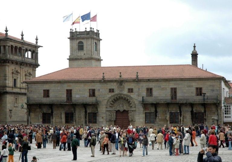El borrador para regular los pisos turísticos en Santiago estará listo en octubre