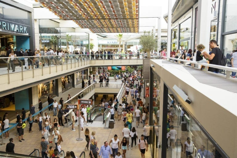 La afluencia en centros comerciales desciende un 93% en marzo y abril