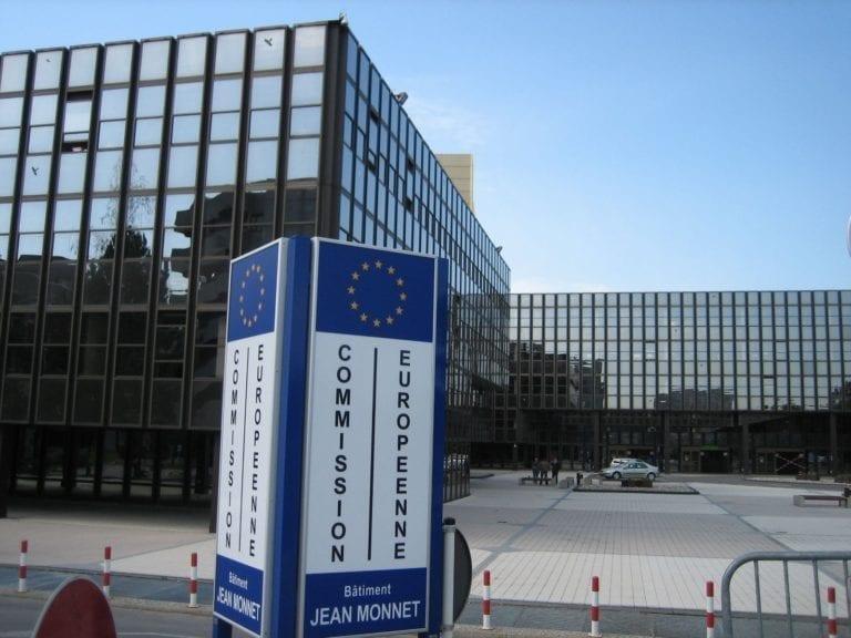 Bruselas plantea potenciar una red que conecte los bancos 'malos' europeos