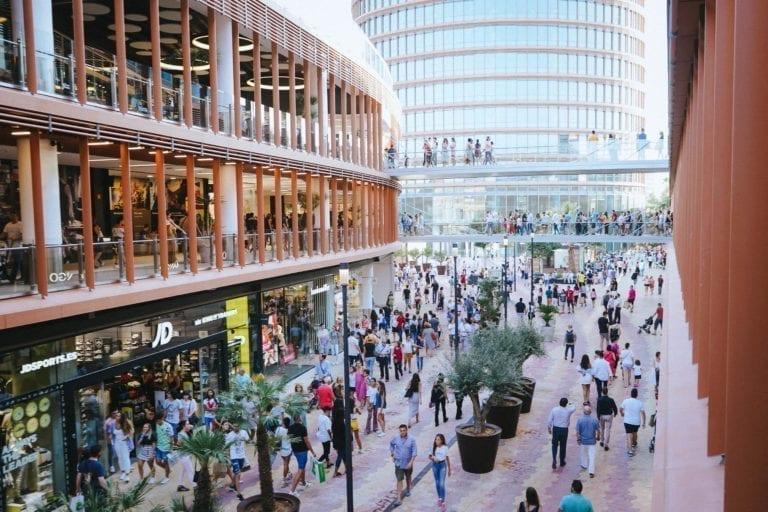 El Gobierno permite retomar todas las reformas de pisos y flexibiliza la apertura de centros comerciales
