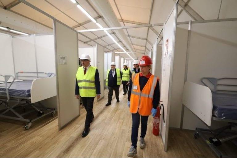 El primer pabellón del hospital de campaña de la Feria ya está preparado
