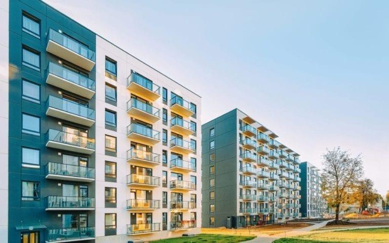 La negociación con el comprador duplicará el descuento en los precios de las viviendas