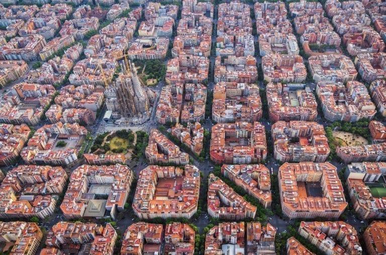Neinor y Oaktree pujan por levantar 4.500 viviendas con el Ayuntamiento de Barcelona