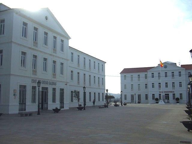 San Roque acuerda la compra del edificio del cuartel Diego Salinas