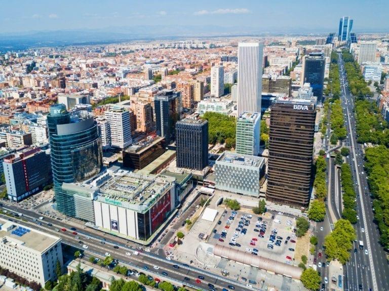 Madrid y Barcelona mejoran su atractivo para expatriados al caer entre las ciudades más caras para vivir