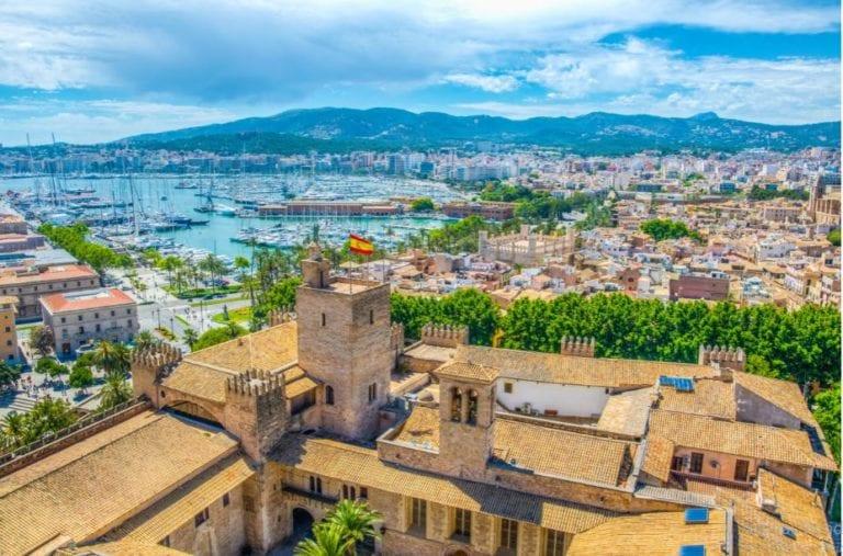 El precio de la vivienda cae un 6% en  las islas y un 2,4% en la costa mediterránea en julio