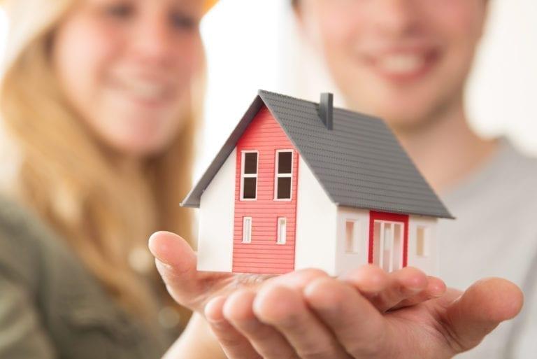 El ICO estudia más propuestas aparte de las hipotecas para jóvenes del Santander