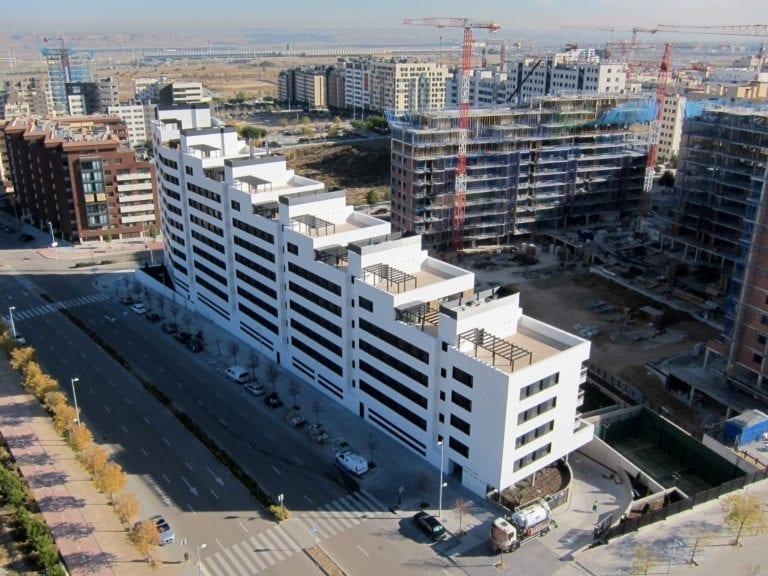 Los compradores de vivienda pagan sobrecostes de hasta 39.000 euros por el retraso en las licencias