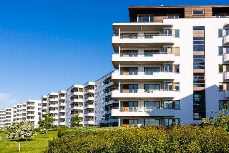 El precio de la vivienda baja un 2,5% entre abril y junio mientras la compraventa cae un 13,8%