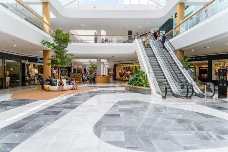 La afluencia a centros comerciales se recupera mejor de lo esperado