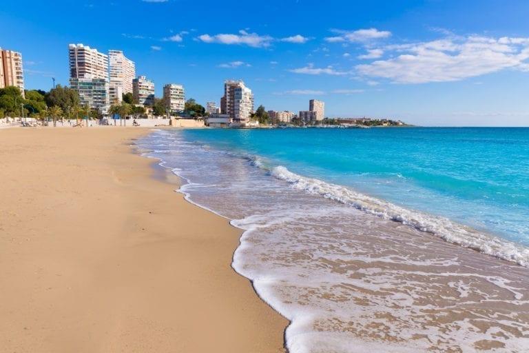 Las visitas de turistas internacionales 'desaparecieron' en junio, con una caída del 97,7%