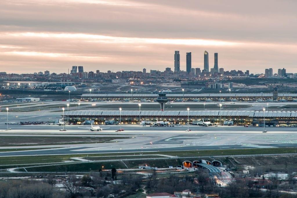 Aena licita la primera fase de la operación logística de Barajas