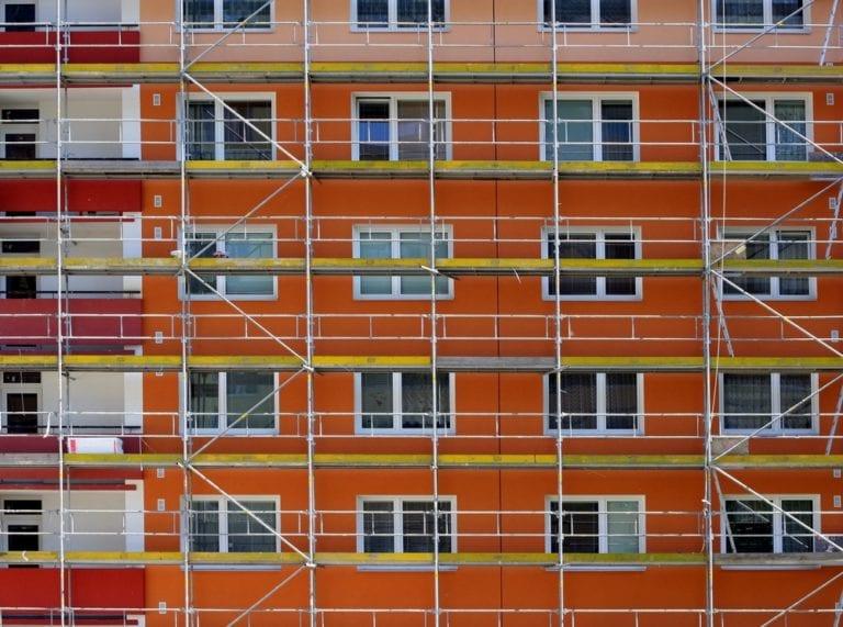 El Gobierno anuncia el reparto de los primeros 1.631 millones para rehabilitar vivienda