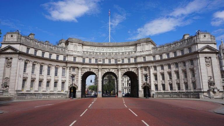 El español Rafael Serrano busca nueva financiación para su hotel en el Arco de Londres