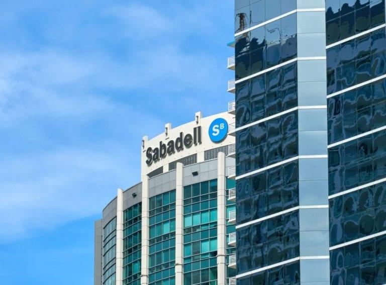 Sabadell ultima la venta de una cartera de hipotecas morosas de  500 millones con Lone Star