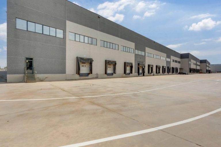 Meridia pone en venta 3 naves de su cartera logística en Madrid