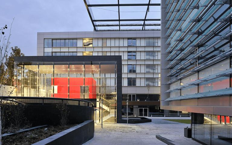 Los Registradores pierden la demanda contra Santander, Bankia y BBVA por la financiación de su sede