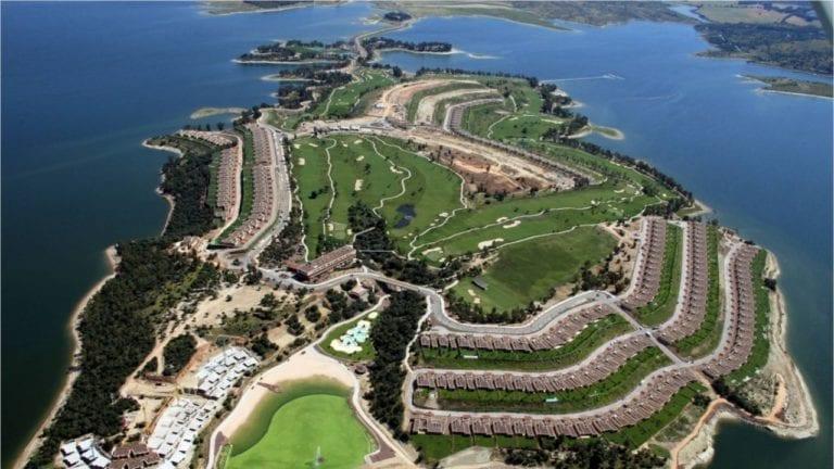Las 185 villas de lujo de la isla de Valdecañas no serán demolidas