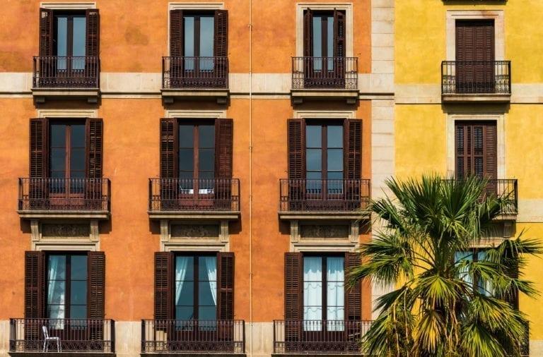 Barcelona adjudica tres nuevas promociones de covivienda