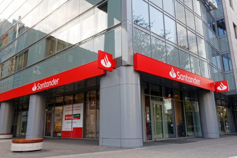 Santander ingresa 9,25 millones de su Socimi de sucursales
