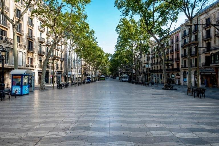 Las calles comerciales de Barcelona, aún lejos de su afluencia