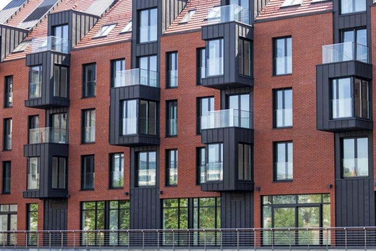Blackstone pone a la venta parte de su cartera de viviendas en alquiler en España