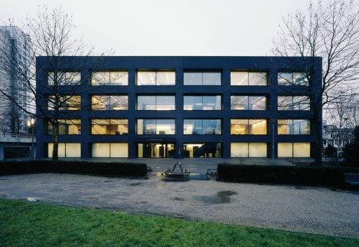 Deka vende un edificio de oficinas a Aviva en Ámsterdam