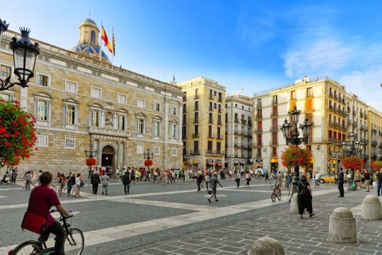 Hacienda subasta en Barcelona inmuebles por valor de 70 millones de euros