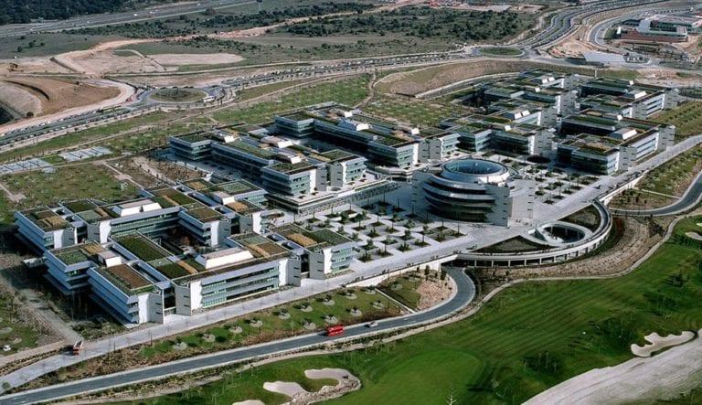 Santander ficha a una decena de directivos para Deva Capital