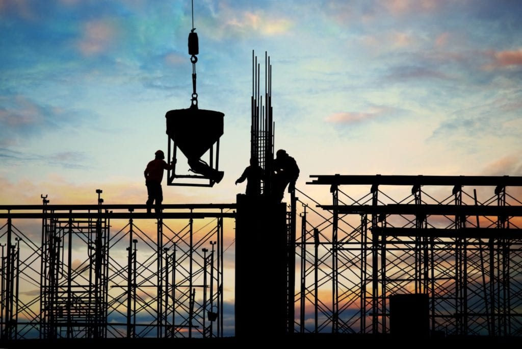 Obreros de Pryconsa en una obra en construccion