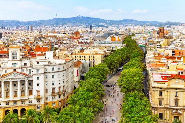Las afluencias en zonas turísticas aumentan en agosto, según CBRE