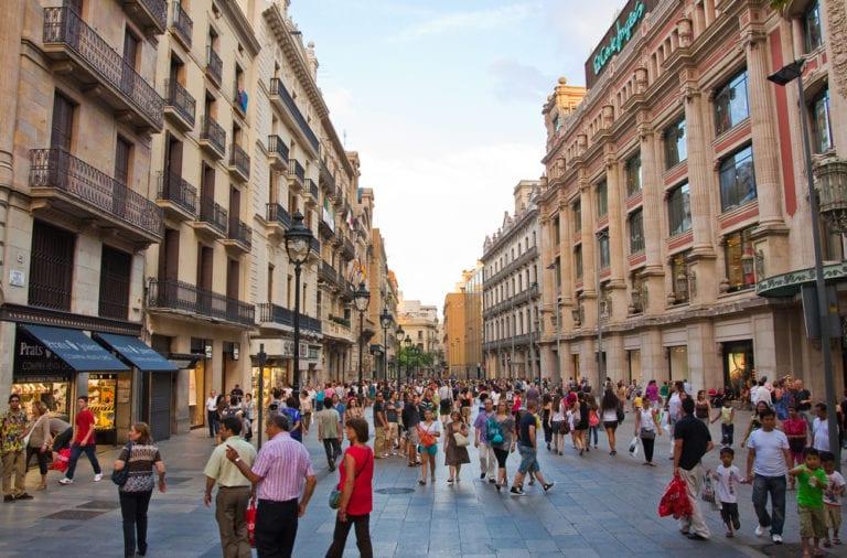 Las ventas del retail en Cataluña caen un 16% en agosto