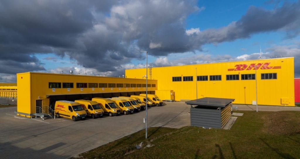 Nave logistica DHL Fuente shutterstock