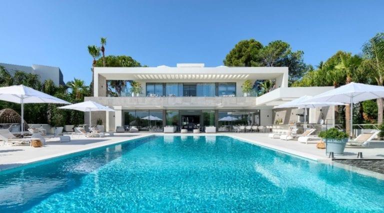 La oferta inmobiliaria de la Costa del Sol aguanta la crisis, según Barnes