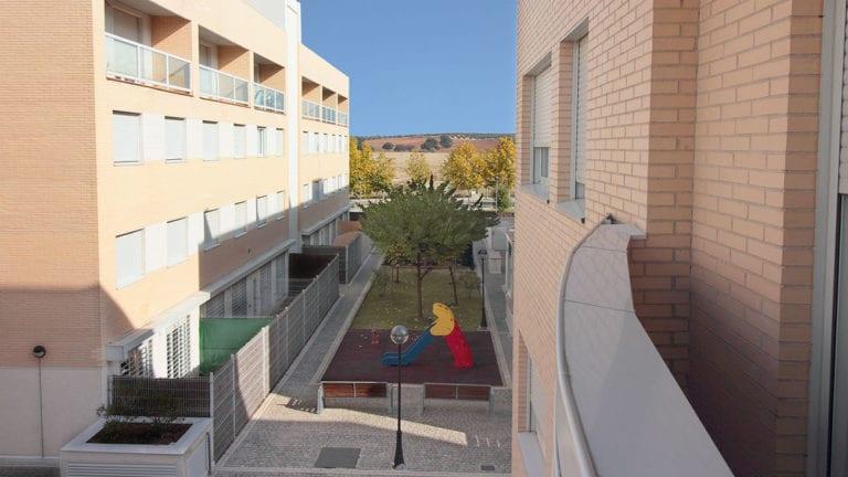 Goldman y Azora demandan a Madrid por la anulación de la venta de viviendas sociales