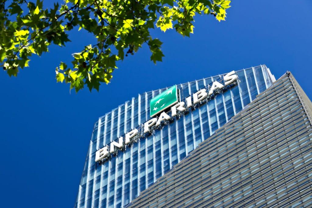 bnp paribas oficinas fuente shutterstock