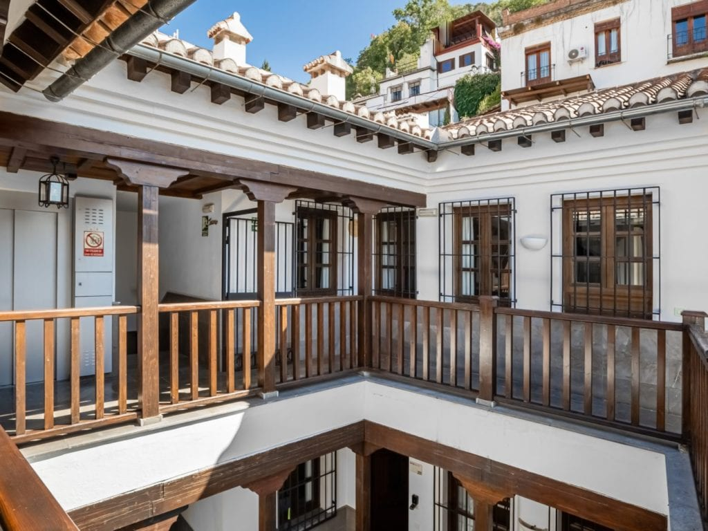 limehome granada calle santa ana family suite 301 hall 2
