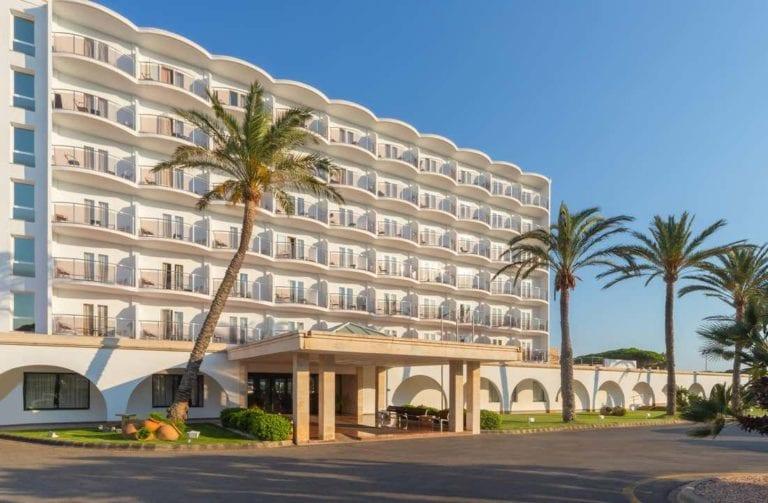 Stoneweg compra 2 hoteles y complejos turísticos en Menorca