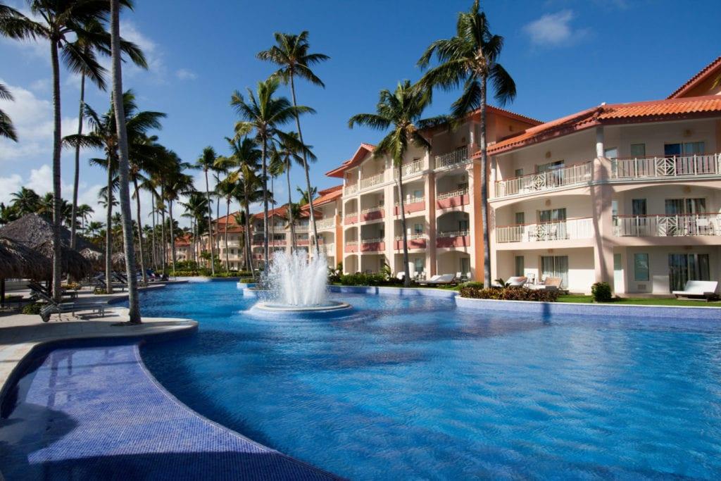 hotel lujo fuente shutterstock