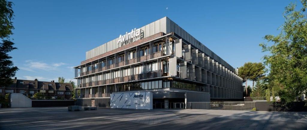 Imágenes de un edificio de Avintia, la empresa 47º más inclusiva de Europa según Financial Times.