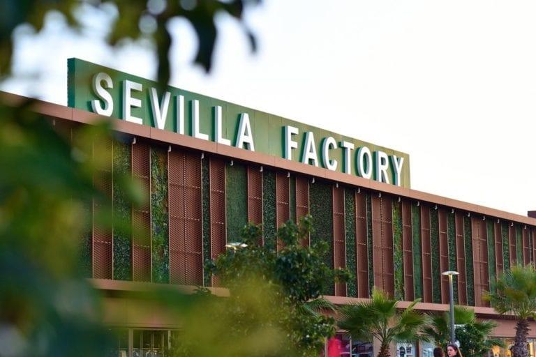 GreenOak vende un centro outlet en Sevilla con minusvalías