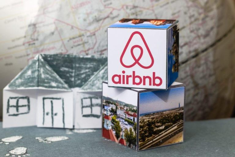 Airbnb se dispara un 142% en su debut en el Nasdaq