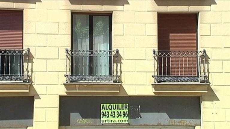 El Constitucional admite a trámite el recurso contra la ley catalana del alquiler