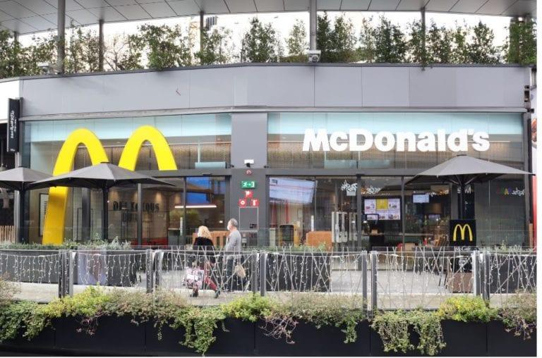 McDonald's abre un nuevo restaurante en el Centro Comercial Splau en Cornellá