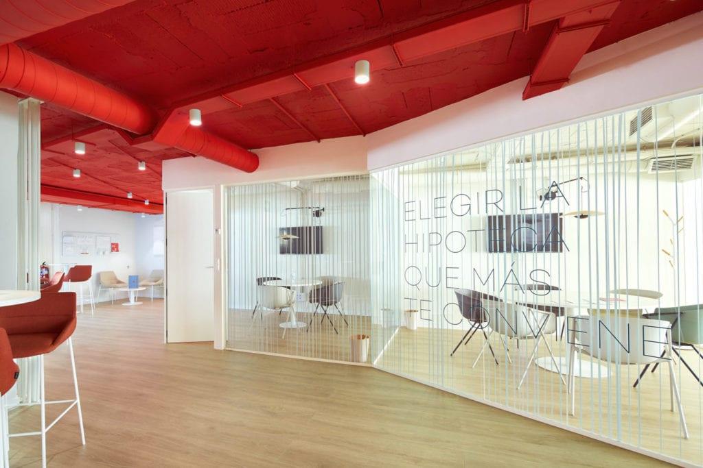 Imagen de las oficinas de UCI en Avenida de Josep Tarradellas
