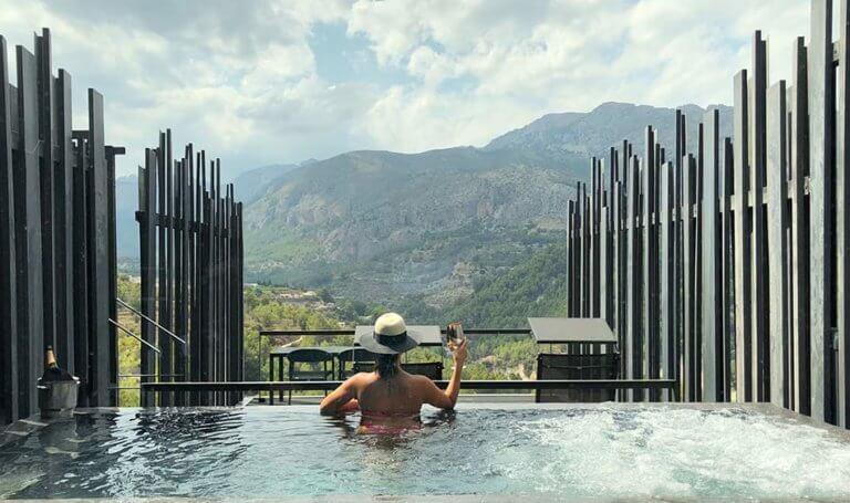 piscina villa privada hotel alicante vivood 768x455 1