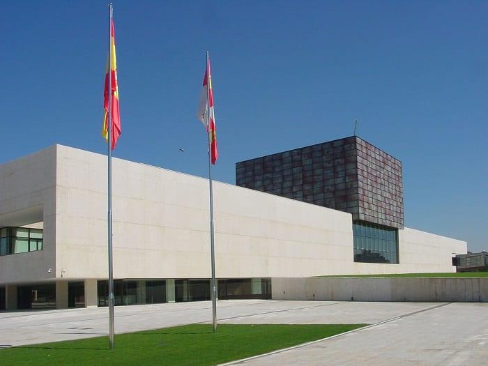 Sareb vende seis viviendas a la Junta de Castilla y León